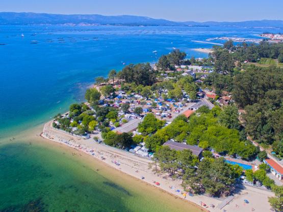 c4f5fb38e665 Vista aerea del Camping de Vilanova de Arousa y la playa de O Terrón