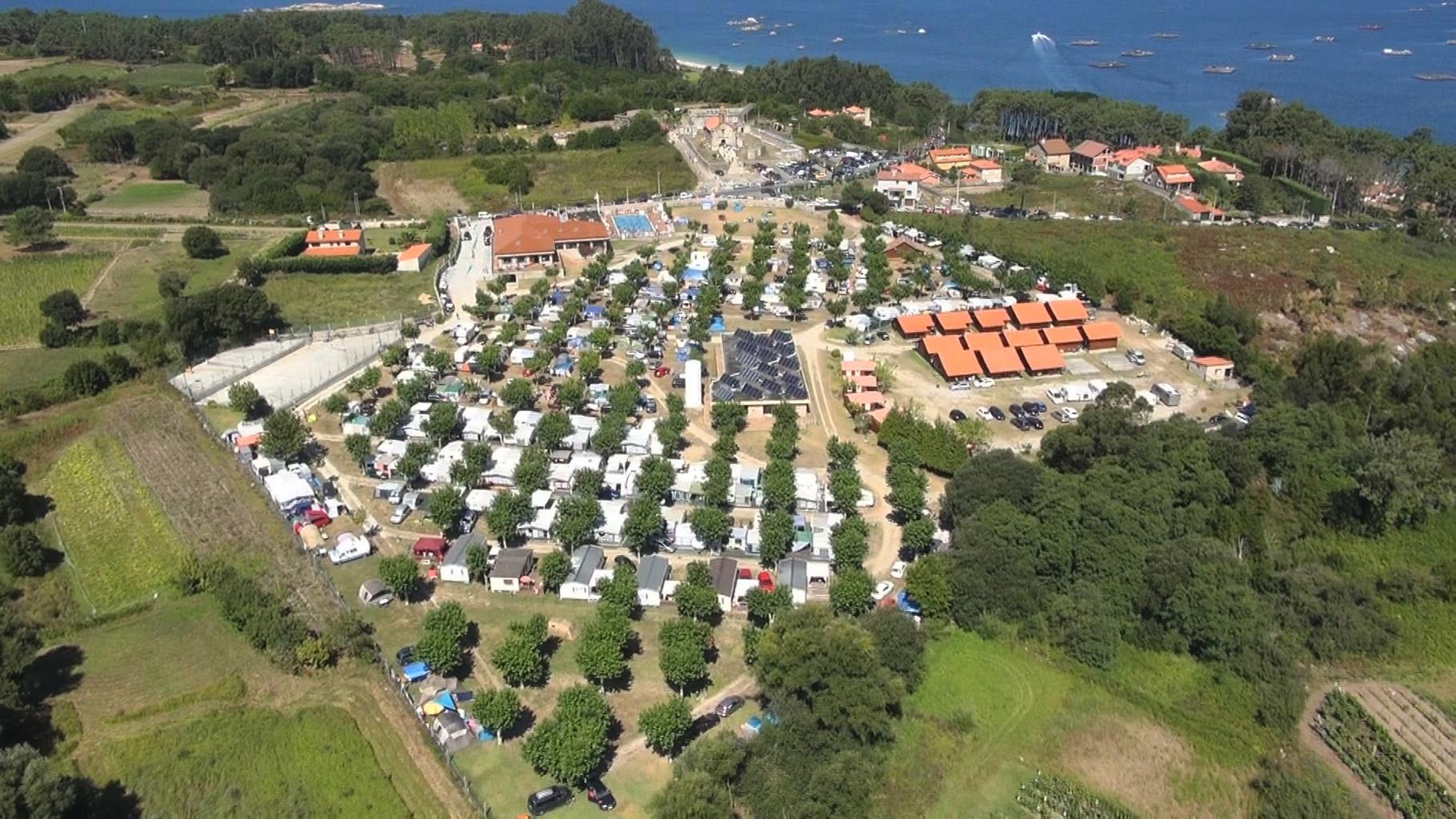 Vista detalle de camping cerca de la playa